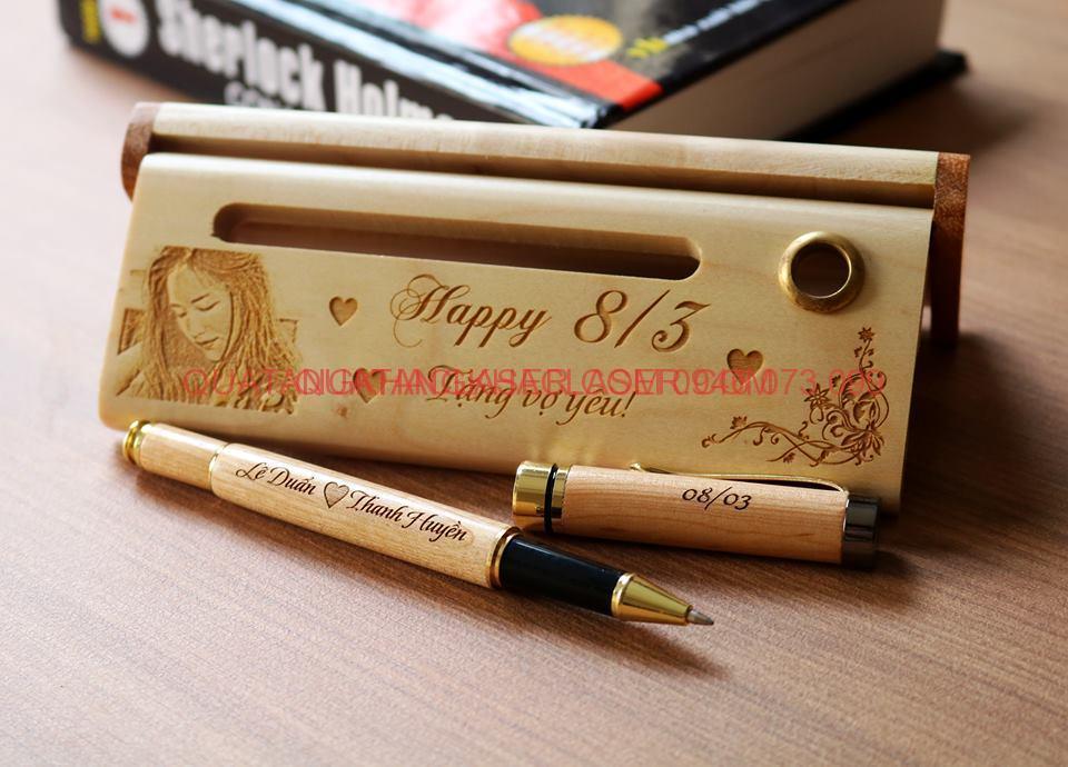 Bút gỗ khắc tên theo yêu cầu khách hàng làm bút ký tên cho doanh nhân và làm quà tặng cho doanh nghiệp