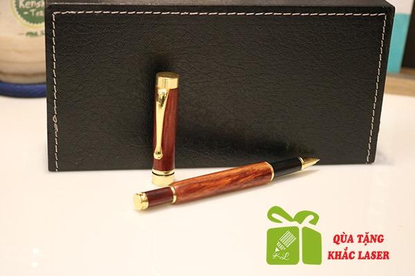 bút gỗ sưa khắc tên theo yêu cầu